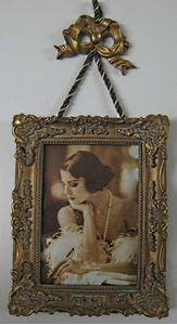Picture of 3.5x5 Gold Hanging Frame #2527