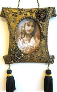 Picture of 3x5 Gold Hanging Frame #2531